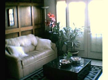 Private bath, no lease, close to LRT & shopping!