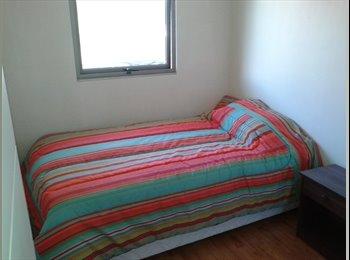 Habitación individual a 5 cuadras metro ULA