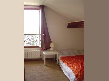 Appartager FR - Chambre chez une famille - Colombes, Paris - Ile De France - €550