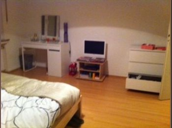 Looking for a flatmate 1st april