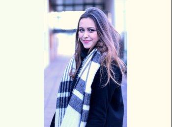 Laure - 18 - Student