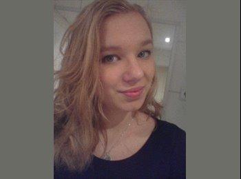 Simone - 18 - Student