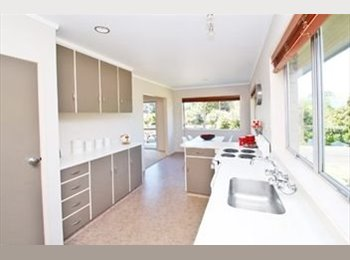 NZ - Looking for a professional couple/ one professional to live in our sunny and private 3 bedroom ho - Greerton, Tauranga - $250