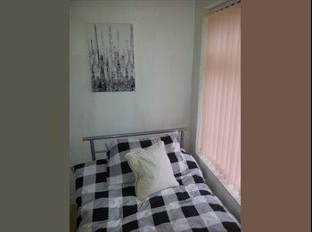 EasyRoommate UK - single room - Pontefract, Wakefield - £303