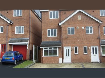 EasyRoommate UK - HIGH QUALITY DOUBLE  ROOM AVAILABLE-ALL BILLS INC. - King's Heath, Birmingham - £350