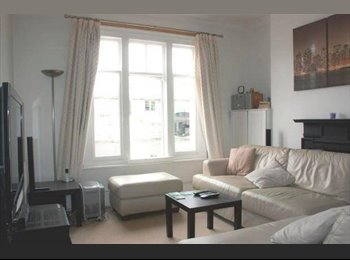 Spacious Double Bedroom - Menton Mansions