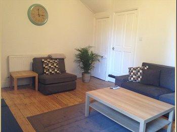 EasyRoommate UK - Furnished Double Room Available - Newcastle-under-Lyme, Newcastle under Lyme - £425