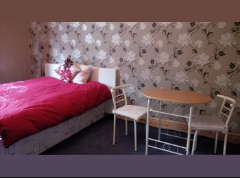 EasyRoommate UK - House Share - Convenient Central Location - High Wycombe, High Wycombe - £350