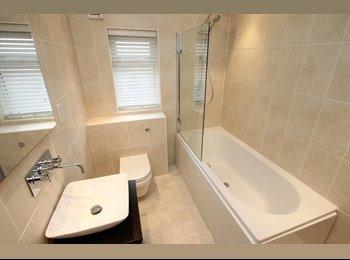 EasyRoommate UK - Dbl Room in lovely House share IG6 - Hainault, London - £420