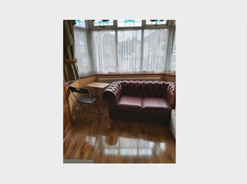 EasyRoommate UK - Professional person required - Chadwell Heath, London - £500