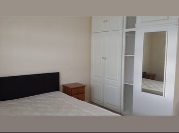 EasyRoommate UK - Newly decorated double room - Crayford, London - £500