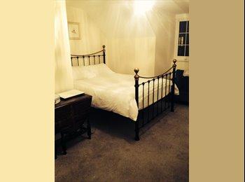 EasyRoommate UK - Third floor double en suite  - Pontefract, Wakefield - £110