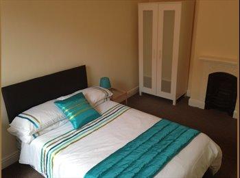 EasyRoommate UK - Large double room in Castleford - Castleford, Wakefield - £375