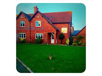EasyRoommate UK - 2 double bedrooms available near Chester Business Park - Chester, Chester - £475