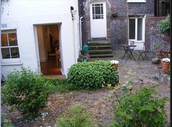 EasyRoommate UK - Double bedroom £350/month+£350 deposit-Flatshare - Bristol City Centre, Bristol - £350