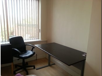 EasyRoommate UK - 1 bedroom is available in 5 bedroom house - Cheylesmore, Coventry - £290