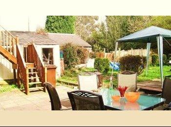 EasyRoommate UK - friendly gradcommunity houseshare - Harborne, Birmingham - £300