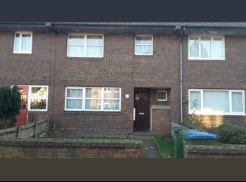 EasyRoommate UK - Lovely house with great transport in area - Greenwich, London - £400