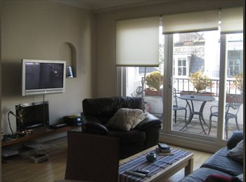 Double room available in picturesque mews W8
