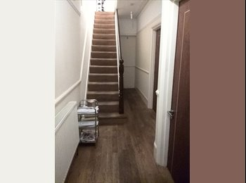 Bright double room to rent in South Ealing