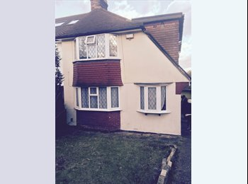 EasyRoommate UK - Looking for a tidy girl to share a 3 bedroom house - Tulse Hill, London - £500