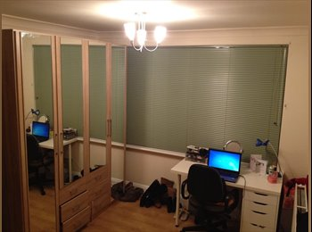EasyRoommate UK - Modern double bedroom fully-furnished in Greenford - Greenford, London - £650