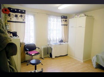 EasyRoommate UK - 1 bedroom flat to rent NOW - West End, London - £1950