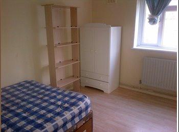 EasyRoommate UK - DOUBLE ROOM TO RENT - Sydenham, London - £500