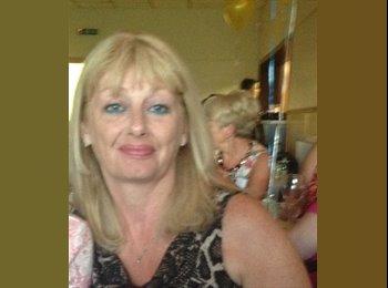 Maureen - 54 - Professional