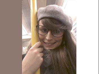 EasyRoommate UK - charlotte  - 23 - Reading