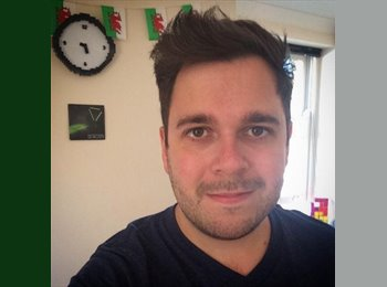EasyRoommate UK - Andrew - 28 - Reading