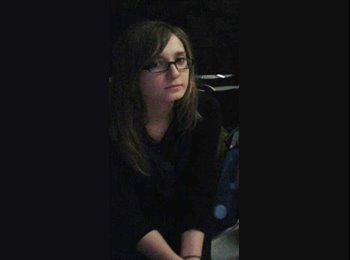 Sara - 26 - Student