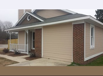 EasyRoommate US - Female roommate needed - Fayetteville, Fayetteville - $450