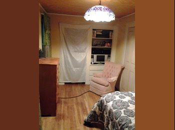 EasyRoommate US - Cozy furnished bedroom in 1820's farm house - Manchester, Manchester - $500