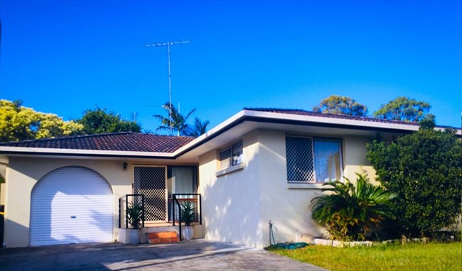 Room available in quiet neighborhood Bundall - Bundall, Central Gold Coast - Image 1