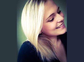 Anna - 23 - Student