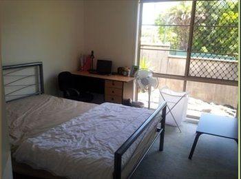 EasyRoommate AU - FEMALE Only -  Room in Eight Mile Plains for rent - Eight Mile Plains, Brisbane - $165