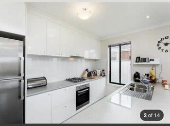 EasyRoommate AU - Room for rent - Marshall, Geelong - $126