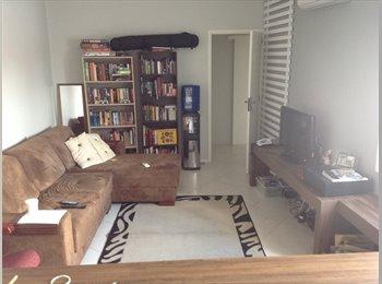 EasyQuarto BR - Quarto espaço na Lima e Silva - Centro, Porto Alegre - R$800