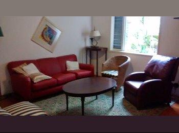 EasyQuarto BR - Quarto em apartamento espaçoso e silencioso - Laranjeiras, Rio de Janeiro (Capital) - R$1650