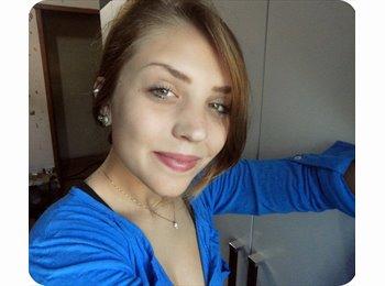 Fernanda - 19 - Profissional