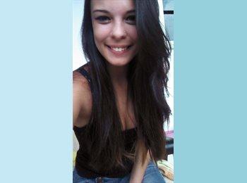 Sarah - 19 - Profissional