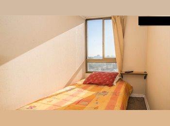 Luminosa y económica habitación, piso 12, Santiago
