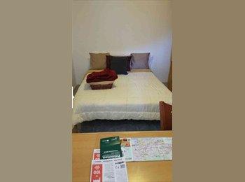 EasyPiso ES - Se alquila habitación interior individual - Sant Martí, Barcelona - €300