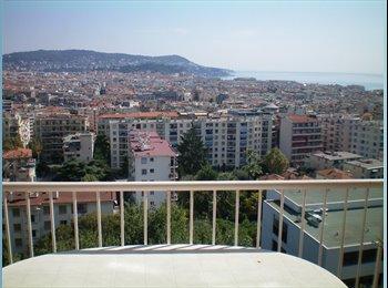 très belle vue sur la ville et la mer