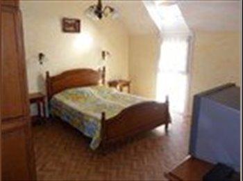 Appartager FR - Colocation 5 chambres dans maison centre bourg - Quimper, Quimper - €230