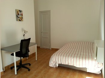 LOUE CHAMBRE MEUBLEE 14 m² COEUR DE VILLE NICE