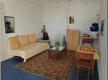 Chambre-studio (40m2) indépendante ds villa/jardin