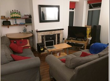 EasyRoommate IE - Flatemate wanted from April 1st - South Dublin City, Dublin - €700