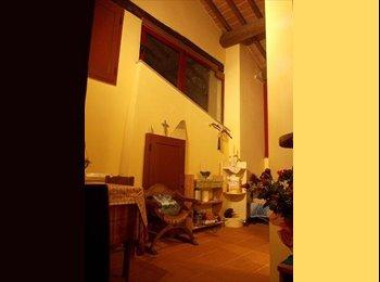 EasyStanza IT - POSTO LETTO MANSARDA CENTRO STORICO - Pistoia, Pistoia - €350